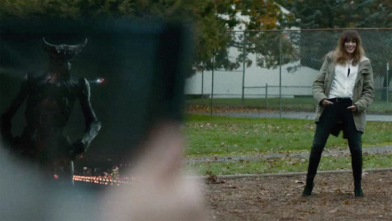 Anne Hathaway dances with her monster in Colossal, Nacho Vigalondo's 2017 indie kaiju film